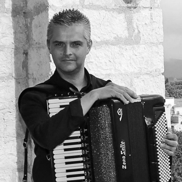 Massimo Signorini, corso di fisarmonica a Cascina